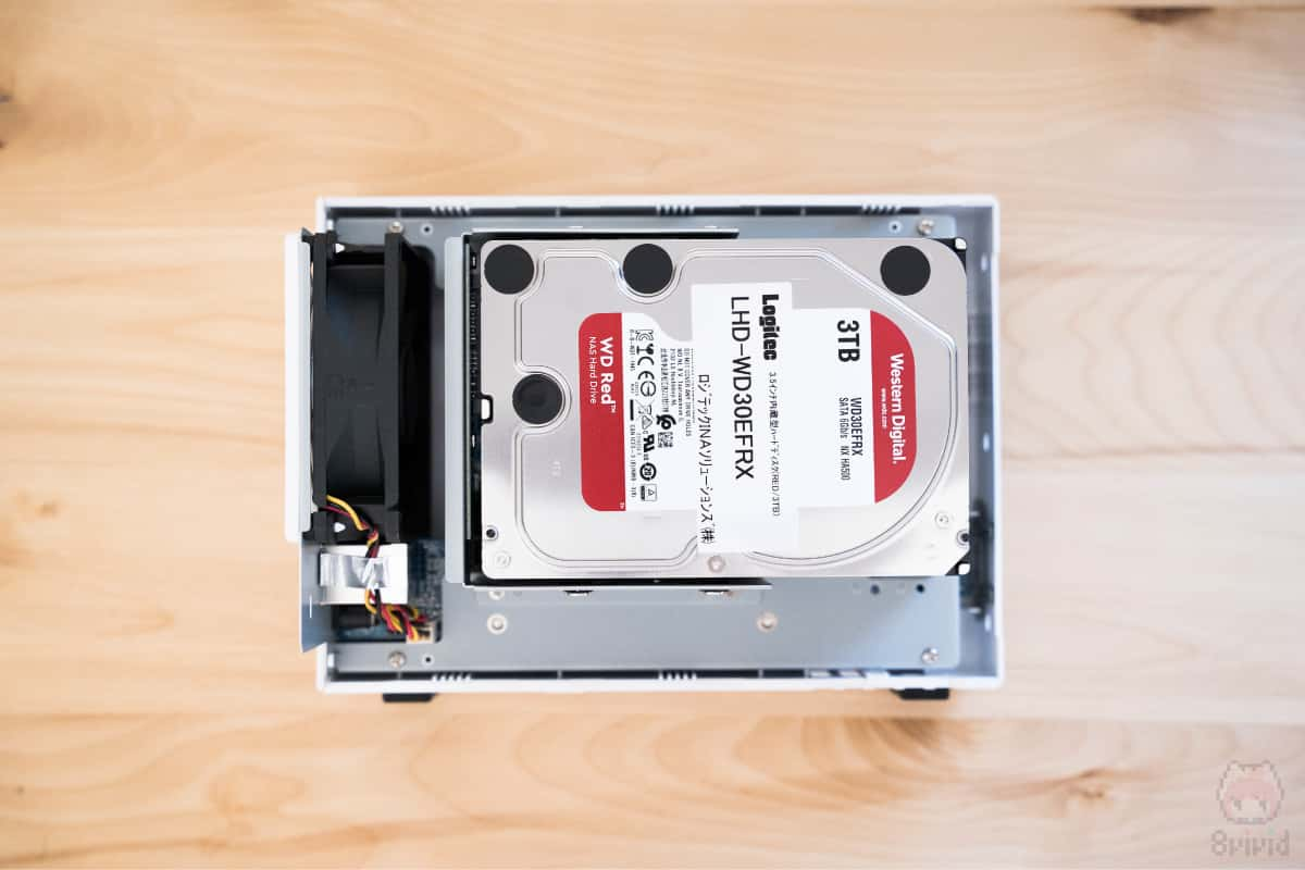 DiskStation DS218j内部(HDDを装着した状態)。